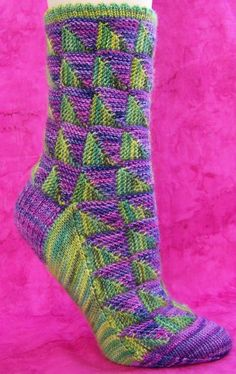 Way cooler than mitered square socks. Crochet Socks, Knitted Slippers, Knit Mittens, Knitting Socks, Hand Knitting, Knit Crochet, Knitting Patterns, Knit Socks, Mitered Square