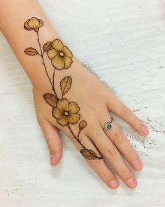 Easy Mehndi Designs Collection for Hand 2019 Simple Mehndi Designs Fingers, Henna Tattoo Designs Simple, Finger Henna Designs, Henna Art Designs, Mehndi Designs For Girls, Stylish Mehndi Designs, Mehndi Designs For Beginners, Dulhan Mehndi Designs, Mehndi Design Photos