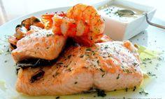 Salmón al horno con salsa de roquefort