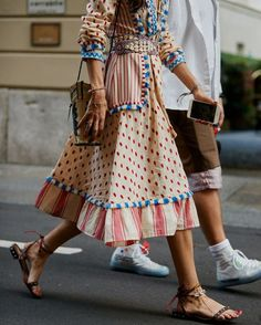 lunch dresses Would like to incorporate the linen/ folkloric/pompom/tassel Look into my summer wardrobe this year. Look Fashion, Fashion Details, 90s Fashion, Korean Fashion, Womens Fashion, Queer Fashion, Fashion Mode, Fashion Hair, Modest Fashion