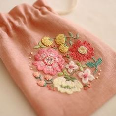 Embroidery Patterns, Flower Embroidery, Hand Stitching, Diy And Crafts, Coin Purse, Textiles, Sewing, Beautiful, Free Market