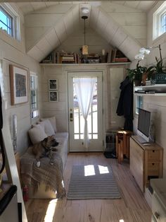 Hall House on Wheels: An Adventure in Living Simply Interior Living Area Tiny Home. I absolutely love this tiny home. Everything has a multi purpose.Interior Living Area Tiny Home. I absolutely love this tiny home. Everything has a multi purpose. Tiny House Living, Small Living, Living Area, Tiny House Movement, Tiny House Plans, Tiny House On Wheels, Hall House, Tiny Spaces, Small Rooms