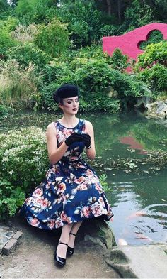 5 Dress Styles That Will Make You Look Thinner – Shopping Fashion Vintage Mode, Look Vintage, Retro Look, Retro Style, Vintage Tea Party Dresses, Retro Fashion, Vintage Fashion, Idda Van Munster, Dress Sites