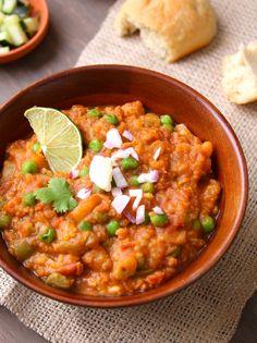 Pav Bahji (Spicy Vegetable Mash & Buttery Indian Rolls)