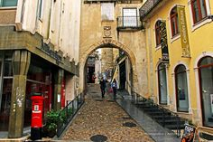 Arco de Almedina, Coimbra, Portugal