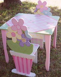 Fantastic table and chairs for special tea parties! Painted Chairs, Hand Painted Furniture, Funky Furniture, Paint Furniture, Kids Furniture, Kid Table, Table And Chair Sets, Wooden Projects, Wood Crafts