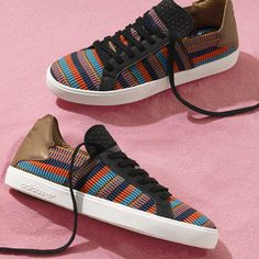 "Tênis da coleção limitada Pharrell Williams x adidas Originals ""Pink Beach"" SS16"