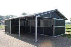 Buitenstal met luifel | Rutjes paardenboxen en omheiningen