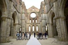 Wedding in San Galgano Abbey  photo di Andrea Pitti wedding planner Simona Coltellini  #simonacoltellini