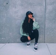 Outfit on point 💯👌. Pose on point. Dope Outfits, Winter Outfits, Casual Outfits, Fashion Outfits, Womens Fashion, Fashion Trends, Style Fashion, Girls Tumblrs, Poses Modelo