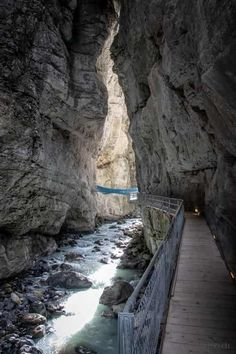 Gletscherschlucht Grindelwald in der Jungfrauregion im Berner Oberland Places To Travel, Places To See, Places In Switzerland, Vacation Destinations, Vacations, Secret Places, Wild Nature, Trail, Road Trip