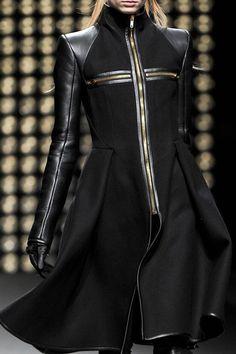 gareth pugh, 2011, future fashion, black clothing, futuristic fashion, black, clothing, fashion, fashion girl, model by FuturisticNews.com