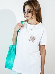 CAMISETA MEU ANJO A camiseta Unissex Relax Offwhite tem uma malha com  algodão cultivado sem agrotóxicos 01c96c93e0327