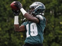 Mardy Gilyard is back with the Eagles after having been cut at the end of training camp. (Alejandro A. Philadelphia Eagles Football, Making The Team, Local News, Football Helmets, Sports, Training, Hs Sports, Work Outs, Excercise