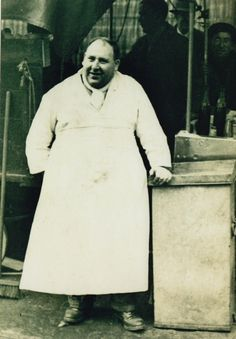 'Tubby' Isaac Brenner, founded his business in 1919 and soon gained a reputation as the East End supplier of choice for slippery jellied eels to the masses. Vintage London, Old London, East London, London Pride, London City, Jellied Eels, Roman Roads, Bethnal Green, London History