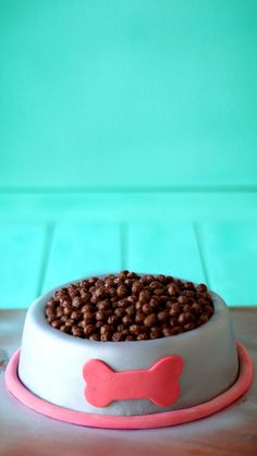Recipe with video instructions: Attention dog lovers! Now, you and your four-legged friend can eat from a bowl with this bowl-shaped cake filled with Cocoa Puffs. Dog Food Recipes, Cake Recipes, Dessert Recipes, Desserts, Bowl Cake, Dog Cakes, Salty Cake, Cake Videos, Cocoa Puffs