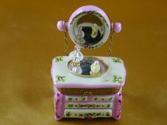 Pink dresser with mirror & perfume - Porcelain Limoges from France - Limoges Factory Co.