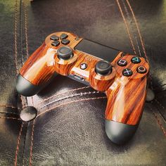 Custom Wood Grain PS4 Controller via Redidt user KrazeeDD