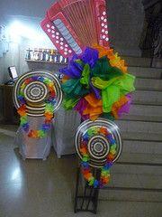 festones de carnaval - Buscar con Google Ideas Decoracion Cumpleaños, Ideas Para Fiestas, Holidays And Events, Birthday Candles, Centerpieces, Lily, Halloween, Party, Google