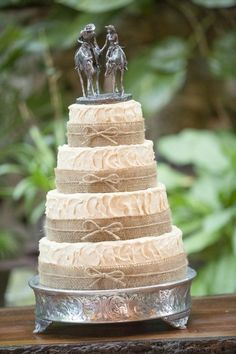 Unique Wedding Cake Toppers - Western style cake topper - #CowgirlWedding #CountryWedding