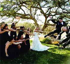 Harry Potter! Casamento inspirado no bruxinho Harry Potter - O tema pode ser abordado desde o convite, passando pela decoração da cerimônia e da recepção, traje dos padrinhos, mesa do bolo, buquê e alianças.