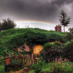 ⌂ Hobbit Homes ⌂ The rain finally stopped today on my last tour just long enough for a rainbow to show up over a hobbit hole in the Dell. Then it rained again. | by Yes to Adventure