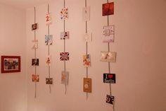Des cartes postales pour habiller un mur blanc