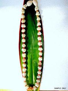 shell leis Hawaiian Leis, Hawaiian Crafts, Moving To Hawaii, Island Life, Flower Crown, Ethnic, Shells, School, Natural