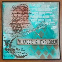 """""""Voyager et Explorer"""" Carte Steampunk et Libellule. Technique encres en spray avec tampons et pochoirs."""