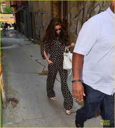 Selena Gomez: Fan Photo Op in SoHo! | selena gomez fan photo op in soho 01 - Photo Gallery | Just Jared