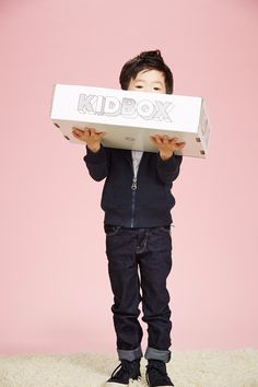 KidBox – Clothing subscription for kids that gives to kids in need. KidBox – Kledingabonnement voor kinderen dat kinderen in nood geeft. Subscriptions For Kids, Subscription Boxes For Kids, Little Man, Little Ones, Kids Clothing Brands List, Baby Vest, Babies R Us, Kids Boxing, Children In Need