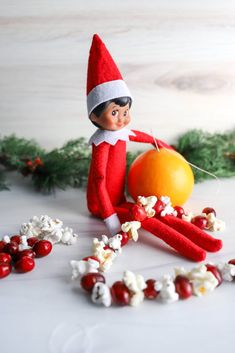 Easy Elf on the Shelf Ideas: Stringing Garland Healthy Fruits, Fruits And Veggies, Veggie Snacks, Make A Snowman, Cranberry Recipes, Green Grapes, Snow Angels, Getting Hungry, Shelf Ideas