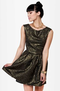 Classy dress for a fancy holiday party!  I just love brocade for Christmas time!  #lulusholiday