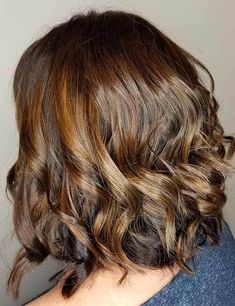 35 Eye-Catching Short Bob Haircuts For Curly Hair – BelleTag Curly hair is hard to maintain. However, if you opt for short bob haircut, you won't have these problems. These are some tested-and-proven bobs you should try. Short Layered Bob Haircuts, Bob Hairstyles For Thick, Haircuts For Curly Hair, Hairstyles Haircuts, Curly Hair Styles, Afro Hair Look, Brown Bob Haircut, Extreme Hair Growth, Hair Photo