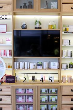 Thrift Store Furniture, Furniture Showroom, Pharmacy Design, Retail Design, Visual Merchandising, Boutique Spa, Spa Interior, Retail Space, Store Displays