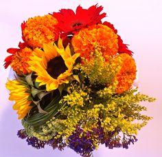 #Flower #arrangement - a little bit of #rainbow and a whole lot of colors.  Flowers by / http://flowerssd.com/