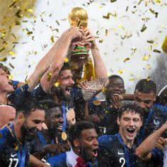000 17P2KA Antoine Griezmann, France National Football Team, Hugo Lloris, Soccer Inspiration, Self Love Quotes, Football Soccer, Fantasy World, World Cup, Island