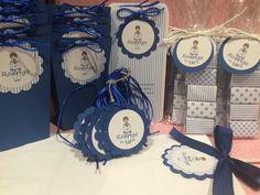 Detalles de comunión en azul           Etiquetas con ondas, recordatorio estampita comunión en raya azul y decorado en azul     Paquetes d...