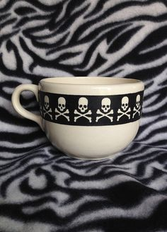 Large 20 ounce tattoo coffee cup black skull crossbones trim ceramic pottery OHIO USA