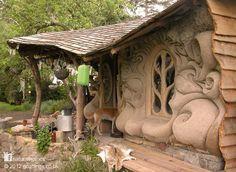 Une idée qui peut sembler bête mais pourquoi pas s'imaginer vivre dans une telle maison un jour? Couts de construction minimes, isolation autant phonique que thermique idéale, également pour …
