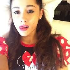 Take a selfie on the bed the ariana way :)
