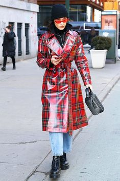 Bella Hadid Out in New York Celebrity Fashion and Style Street Style Street Fashion Bella Hadid Outfits, Bella Hadid Style, Fashion Bella, Girl Fashion, Fashion Sets, New York Fashion, Star Fashion, Modell Street-style, Tartan