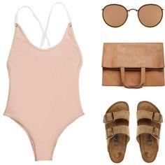 rosa Schwimmanzug mit weißen Kreuzträgern, braune Velourssandalen mit Schnallen, braune Ledertasche mit Kapseln