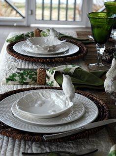 table set love the bird dishes Party Decoration, Table Decorations, Vase Deco, Table Manners, Beautiful Table Settings, White Dishes, Easter Table, Deco Table, Unique Home Decor
