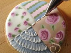 Learn how to make shabby chic cookies in this tutorial by SweetAmbs
