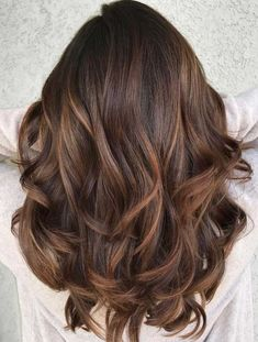 beautiful and modern trends of smooth caramel balayage hair color ideas for. - Wallet Beauty -Most beautiful and modern trends of smooth caramel balayage hair color ideas for. Brown Hair With Blonde Highlights, Brown Hair Balayage, Balayage Brunette, Hair Color Balayage, Hair Highlights, Haircolor, Balayage Straight, Color Highlights, Dark Blonde
