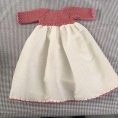 Patrón faldón bebé talla meses con canesú a punto – Nombres de bebés y ropa de bebé. Baby Knitting Patterns, Baby Dress Patterns, Knitting For Kids, Knit Baby Dress, Baby Cardigan, Bebe Baby, My Baby Girl, Baby Skirt, Lace Bikini