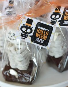 Wants and Wishes: Party planning: Eek, Shriek and be Scary Halloween Collection, Skeleton Treats Theme Halloween, Halloween Skeletons, Holidays Halloween, Scary Halloween, Halloween Treats, Happy Halloween, Halloween Decorations, Halloween Halloween, Halloween Clothes