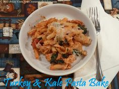 Tormented Kitchen: Turkey Kale Pasta Bake Kale Pasta, Very Hungry, Pasta Bake, What's Cooking, What To Cook, Easy Meals, Turkey, Meat, Chicken
