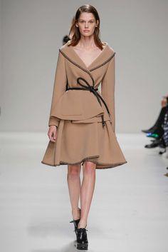 Sportmax Fall 2015 Ready-to-Wear Fashion Show - Angel Rutledge